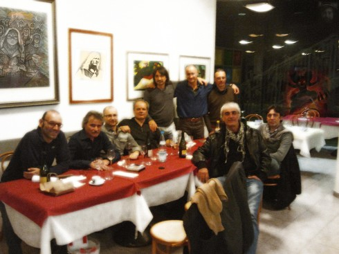 Gli Illuminati del Blues: da sx a dx Lorenzo Stevens, Riff, Jaypee, Picca, Tim, Francesco, Athos, Mixi e Suto
