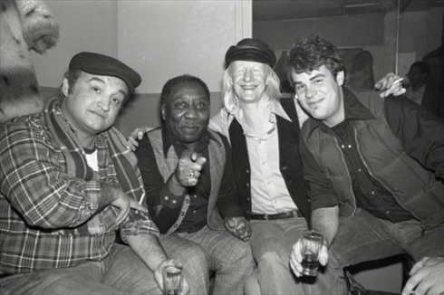Jon Belushi, Muddy Waters, Johnny Winter, dan Aykroyd
