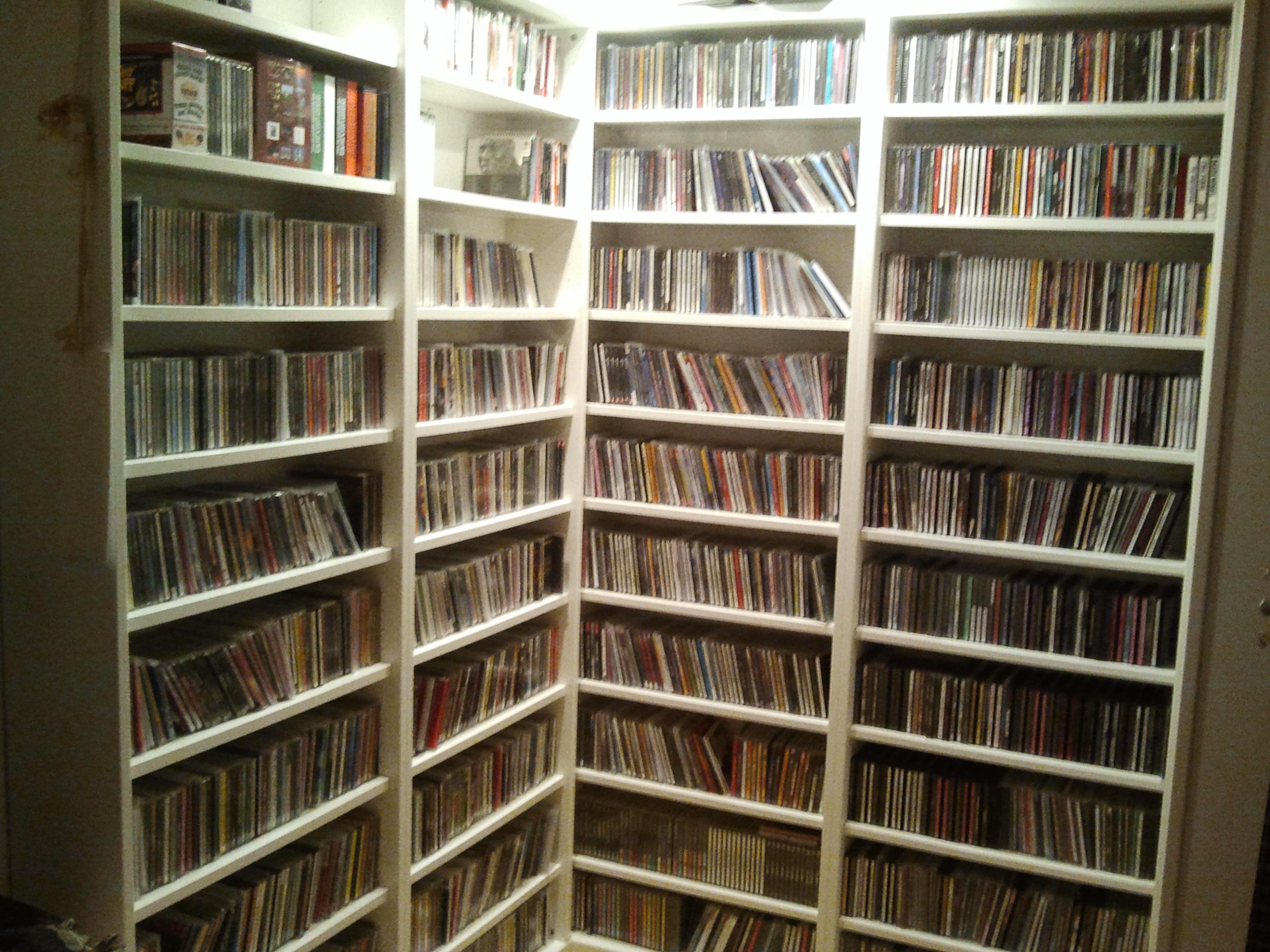 Nuvole basse la mostra rock stars di mick rock e le - Scaffali porta cd ...