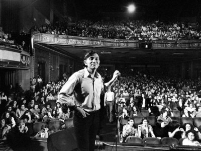 Bill Graham sul palco al Fillmore East