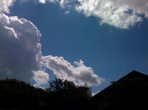 Milan clouds - foto di Laroby