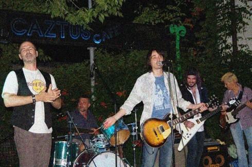 CC. San Martino 5/7/13: Introducing the band. da sx a dx Pol, Lele, Tim, Lorenz, Saura
