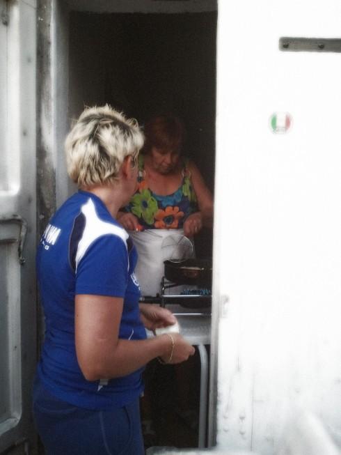 La groupie e la Lucy friggono il gnocco - foto di TT