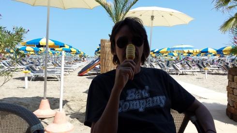 TT: mangiando improbabili gelati (come fossi un cinno) - foto di LST