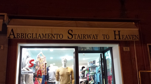 Abbigliamento STAIRWAY TO HEAVEN...mah! Foto di Saura Terenziani