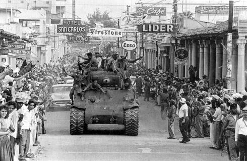 I rivoluzionari cubani entrano all'Havana 8-1-59