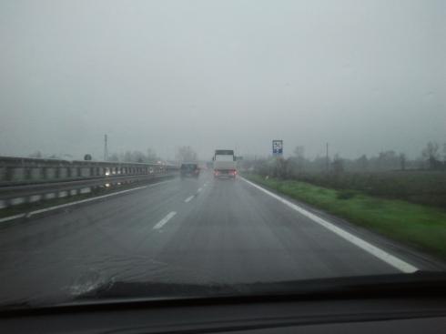 Bretella Mutina-Stonecity un giorno che piove (foto di TT)