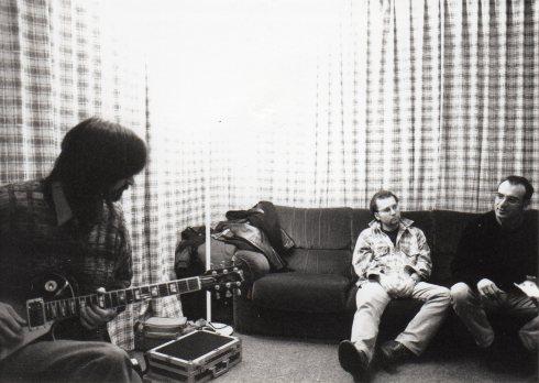 Centro Musica Studio (MO):  Tim (mentre registra l'assolo di Prima Che il Blues), Jaypee e Mel
