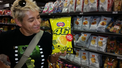 La groupie e le patatine di Valentino Rossi