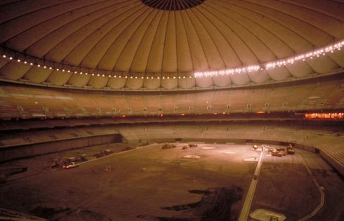 Il SEATTLE Kingdome poco prima della demolizione avvenuta nel 2000