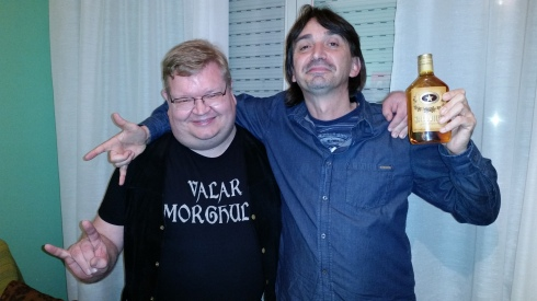 Rise & Tim  got the booze (oct 2014) - photo by The Groupie