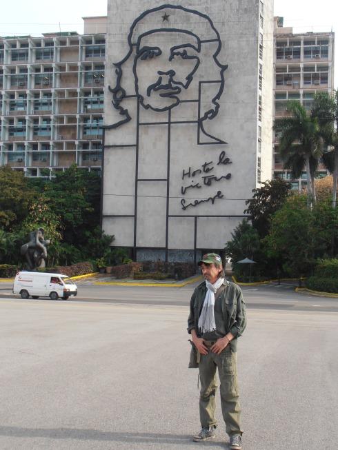 Tim in Plaza De La Revoluciòn (foto Saura T.)