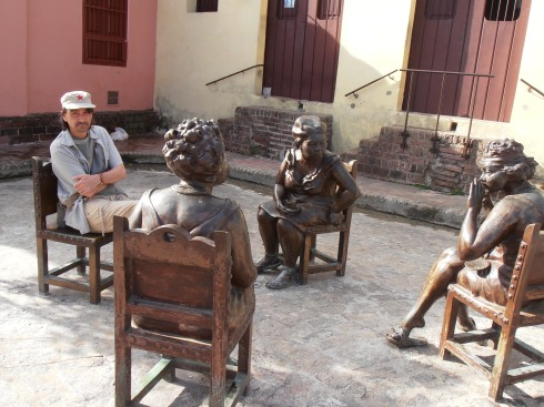Home chat in Camaguey (photo Saura T)