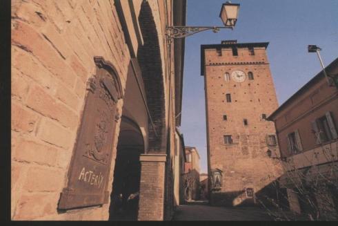 NNT, Torre dei Modenesi detta torre dell'orologio.