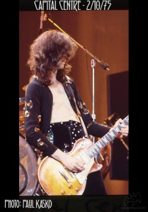 JIMMY PAGE - LZ - 75-02-10 Landover - photo Paul Kasko