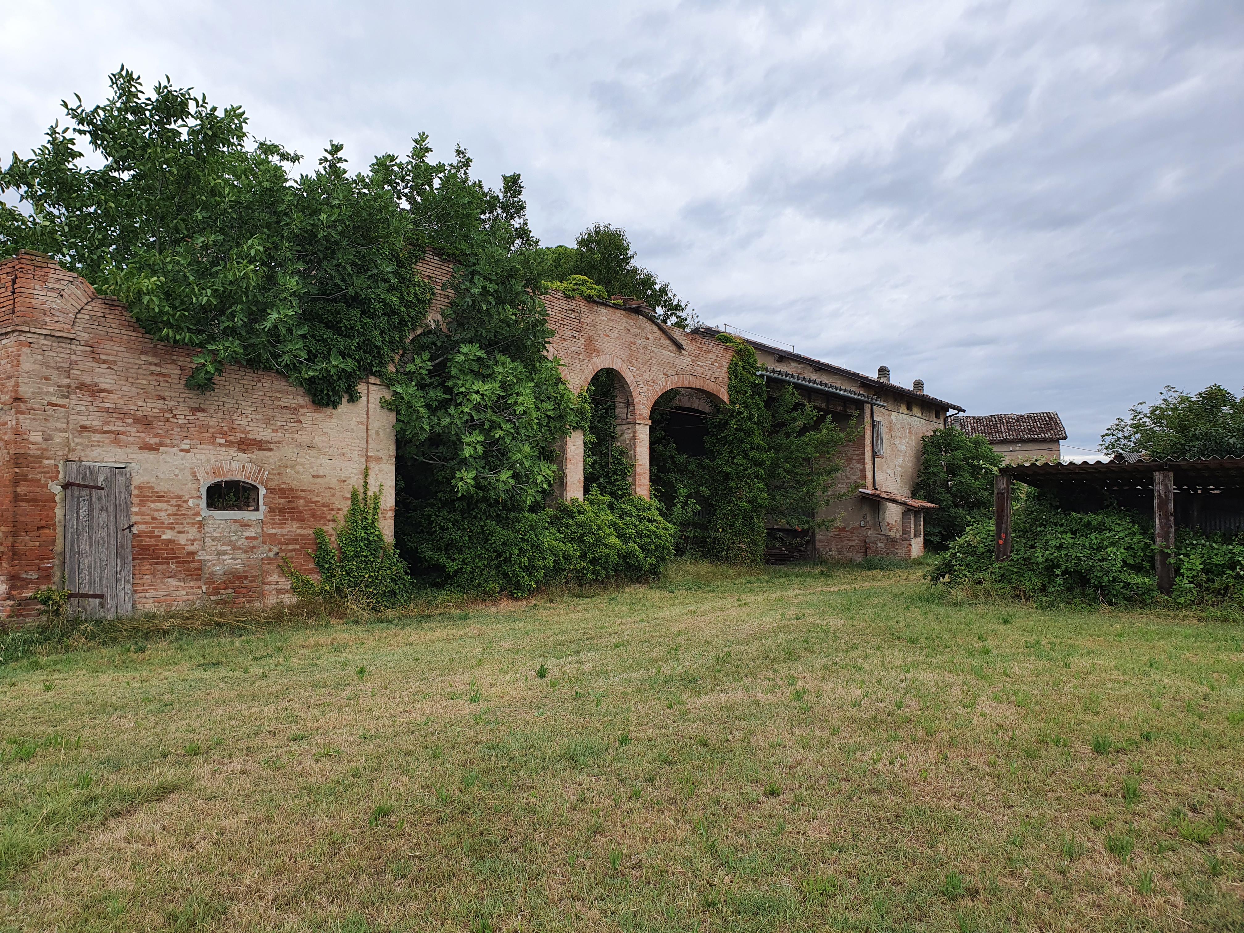 Derelict farm house in Villa Bagno - luglio 2021 - foto TT
